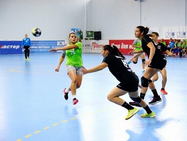 Ставропольские гандболистки уверенно обыграли соперниц из Уфы на выезде