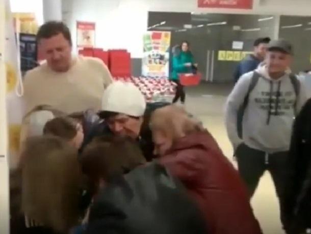 Ставропольчанки устроили драку из-за игрушек в гипермаркете на Объездной