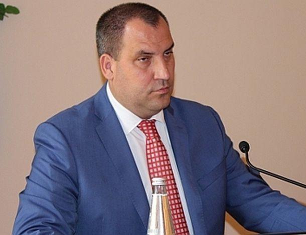 Отправить мэра Минвод Перцева в отставку депутатов заставят через суд
