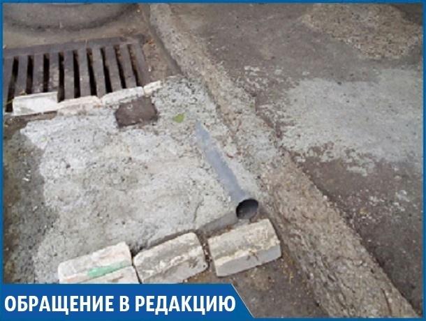 «Набросали кирпичей и залили непонятно чем, получилось уродство», - житель одного из дворов Ставрополя