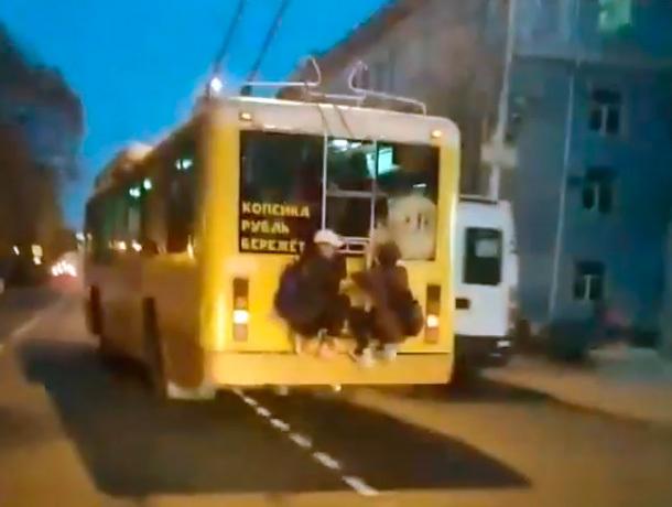 «Древнее» хулиганское развлечение попало на видео в Ставрополе