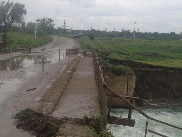 Мост рядом с Новотроицким водохранилищем разваливается и скоро может обрушиться, - жители Ставрополья