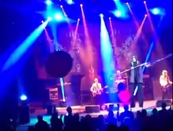 Шикарным шоу и шарами в зале удивила рок-группа «Пикник» зрителей на концерте в Ставрополе