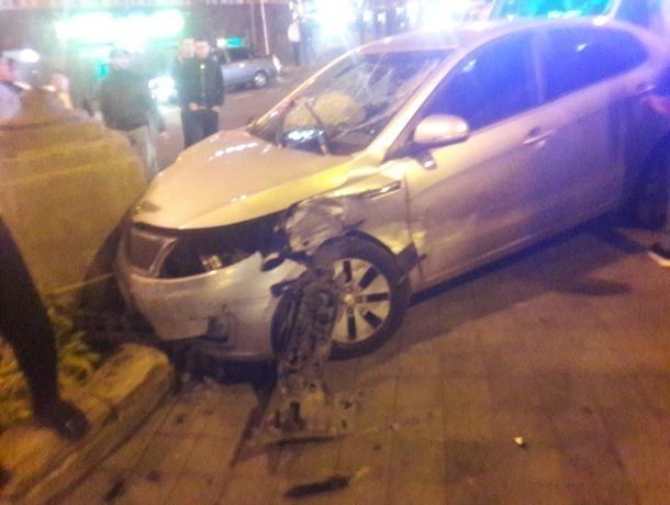В центре Ставрополя иномарка сбила двух человек
