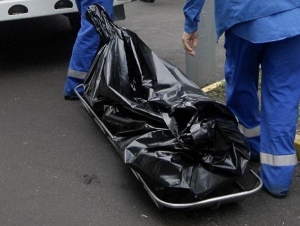 Строитель упал с мансарды многоэтажного дома и разбился насмерть в Кисловодске