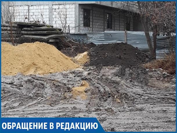 «Я на 8 месяце беременности и должна нести ребенка на руках по грязи», - жительница Ставрополя