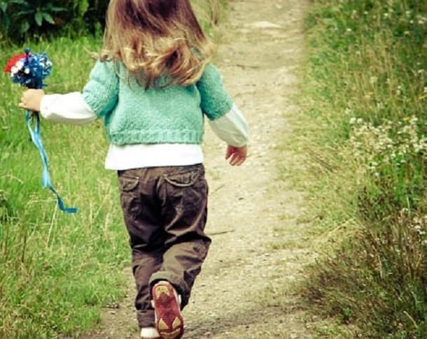 Дневник молодой мамы: маленькие ножки бежали по дорожке