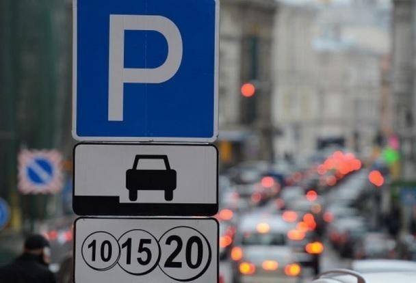 Платная парковка возле поликлиники вызвала возмущение у жителей Горячеводска