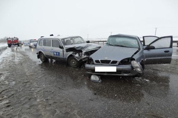 На заснеженной дороге возле Невинномысска в ДТП погибла жительница Краснодарского края