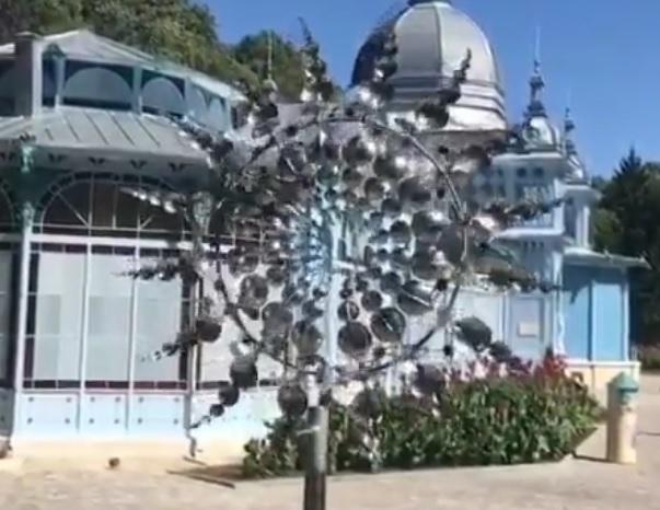 «Живая инопланетная штука»: фантастический ловец ветра поразил воображение жителей Железноводска