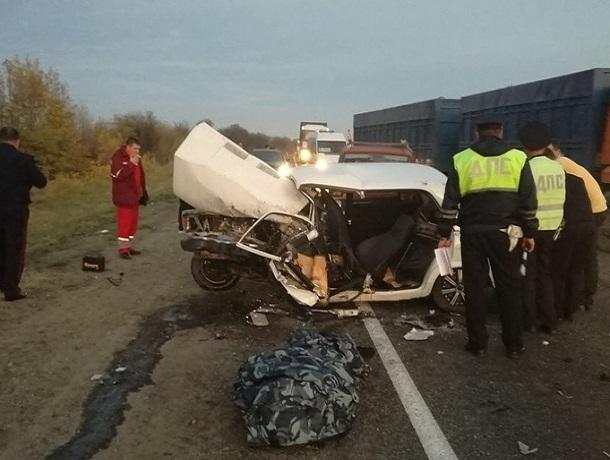 Жуткая авария с участием четырех автомобилей унесла жизни двух человек на Ставрополье