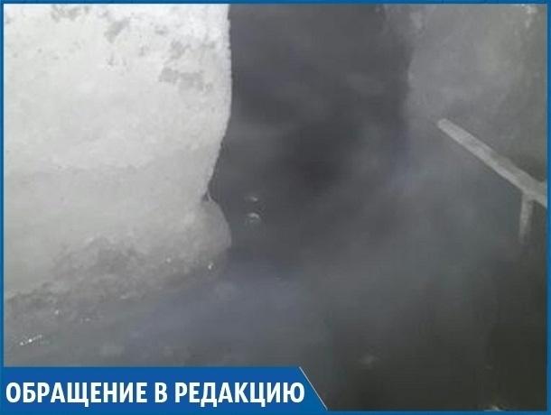 «Когда дом рухнет, тогда все зашевелятся»: жители «многоэтажки» на Ставрополье вынуждены жить с затопленным подвалом