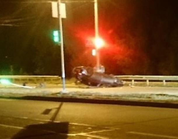 Водитель из КЧР на ВАЗе сбил два светофора и перевернулся в Ставрополе