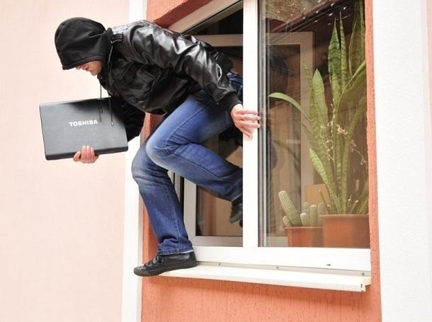 Ловкие дельцы залезли через окно в гостиницу Кисловодска и вынесли ценные вещи
