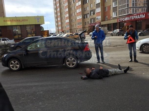 Молодого мужчину сбила иномарка на перекрестке в Ставрополе