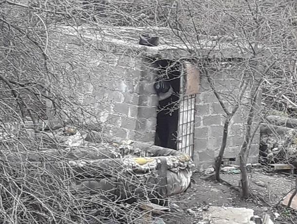 Бомжи гуляют голыми и устраивают дебоши под окнами дома в Кисловодске