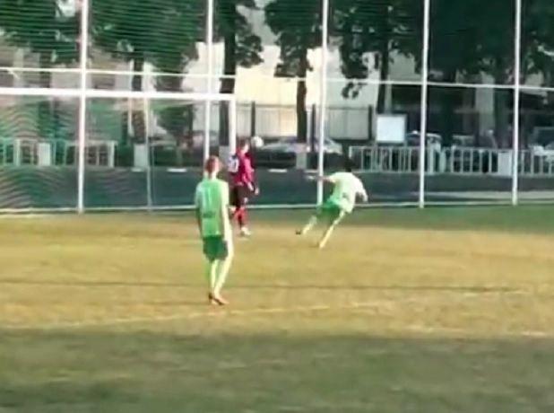 Дичь на футбольном поле: экс-игрок «Машука» из Пятигорска забил гол в свои ворота, чтобы уличить тренера в ставках