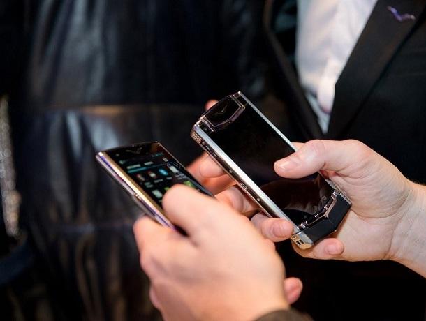 Молодая сотрудница салона сотовой связи сдавала в ломбард похищенные телефоны в Ставрополе