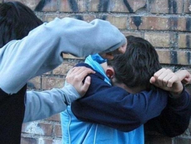 Молодой мужчина избил 13-летнего подростка и отобрал у него телефон на Ставрополье