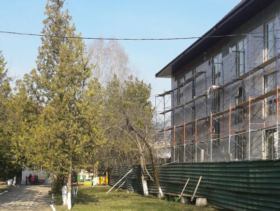 Семья заммэра Карачаевска строит 4-этажный коттедж натерритории детского сада