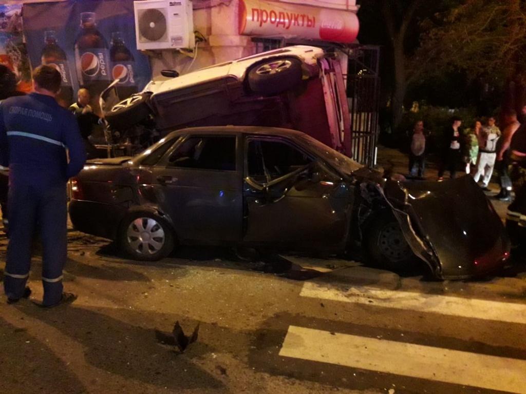 ВСтаврополе столкнулись три машины